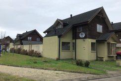 Casa de dos pisos ubicada en barrio privado Antihue